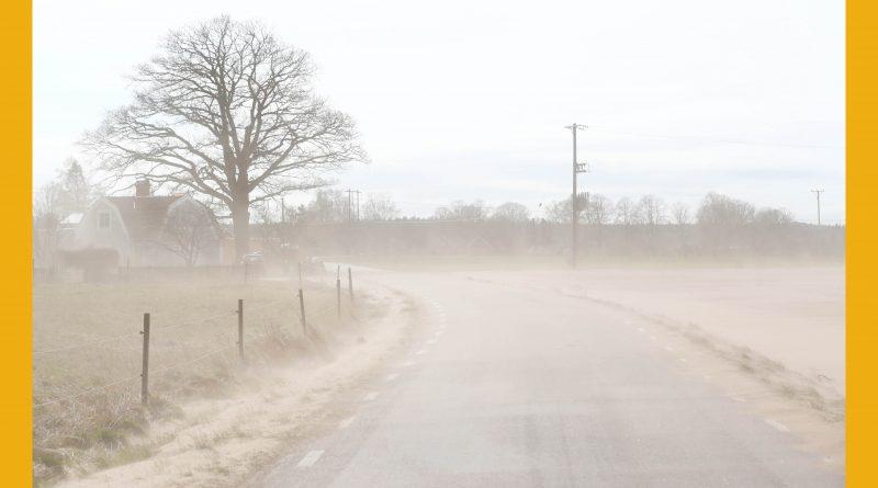 """Väderbild: """"Sandstorm"""" utanför Skänninge (april)"""