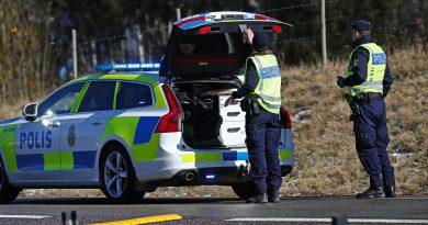 Polisen/ Räddningstjänsten: Man misstänks för att ha skurit sönder däck på felparkerad bil