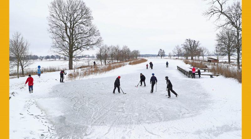 Väderbild: Bandyspel på Göta kanal (januari)