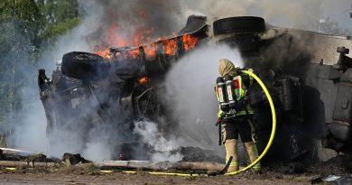 Video: Brand i lastbil under lördagseftermiddagen