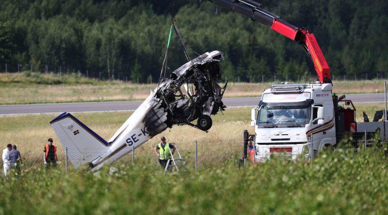 Video: Se bärgningsarbetet efter flygolyckan
